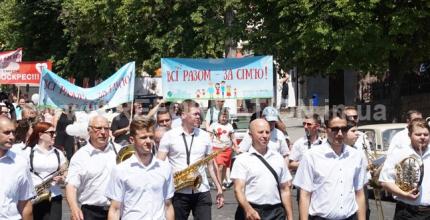 Хода за традиційні християнські сімейні цінності та Фестиваль сім'ї «Щаслива родина – міцна Україна» пройшли в Кропивницькому (фоторепортаж)