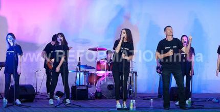 """В Ковалівському парку відбувся молодіжний християнський концерт """"WORSHIP TIME"""""""